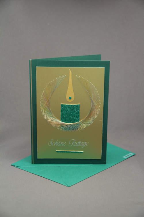 Weihnachtskarte gruen mit Kerze
