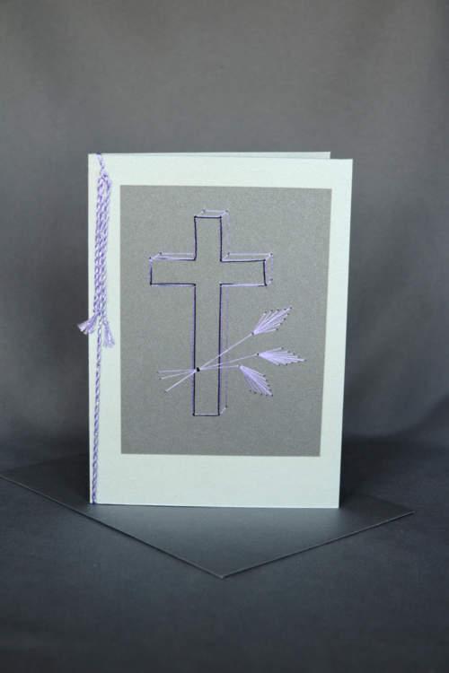 Graue Trauerkarte mit gesticktem Kreuz und Ähren