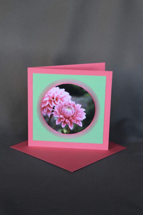 Geburtstagskarte mit pinker Dahlie