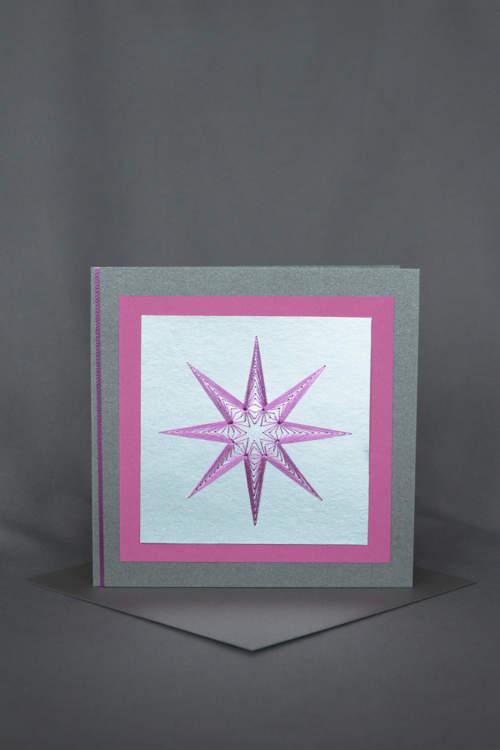 Elegante Weihnachtskarte mit pinkfarbenem gesticktem Stern