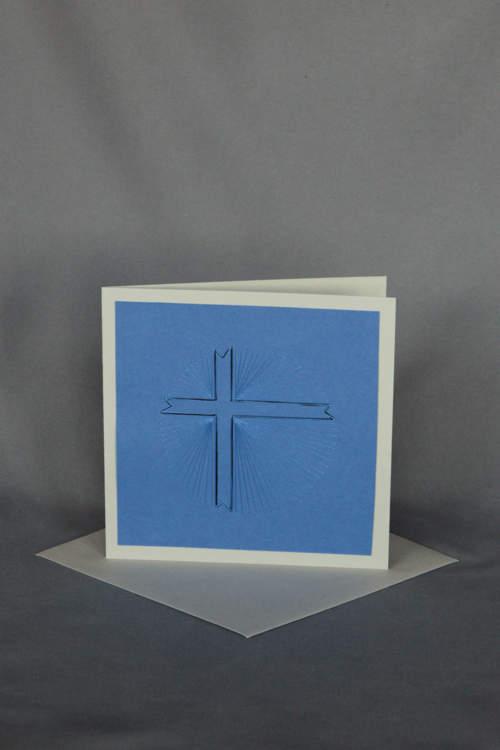 Geschicktes Strahlenkreuz auf Trauerkarte