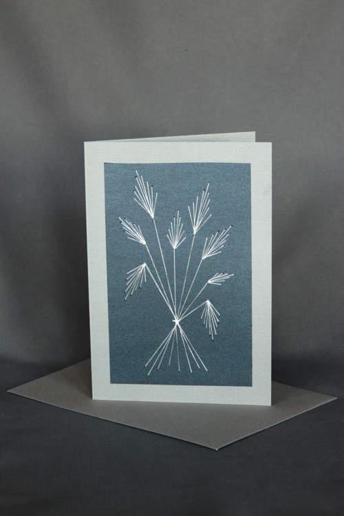 Gestickte Ähren auf eleganter Trauerkarte in Grau