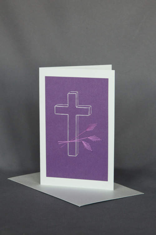 Gesticktes Kreuz mit Ähren in Lila auf Trauerkarte