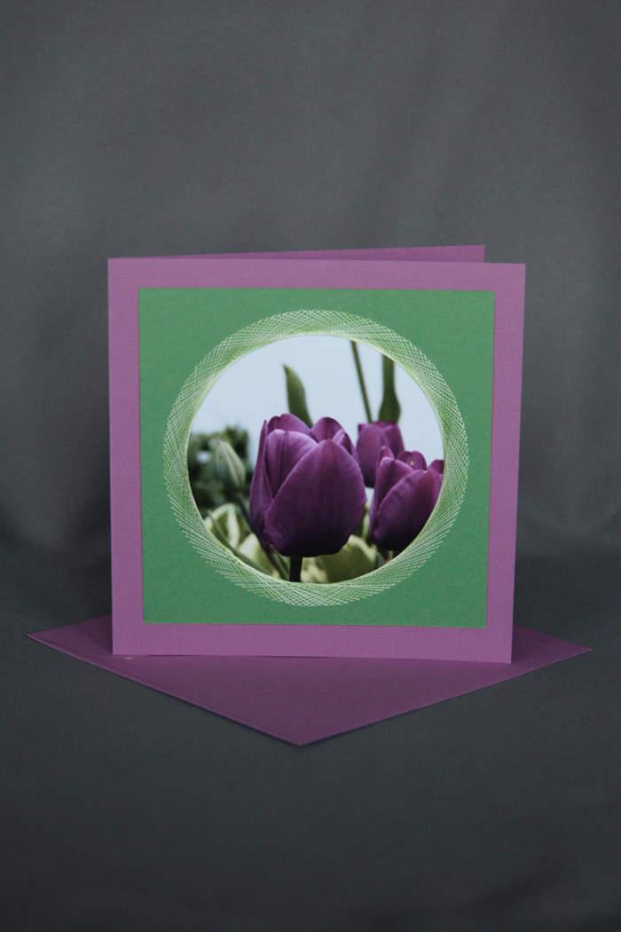 Violette Tulpen auf exklusiver Geburtstagskarte